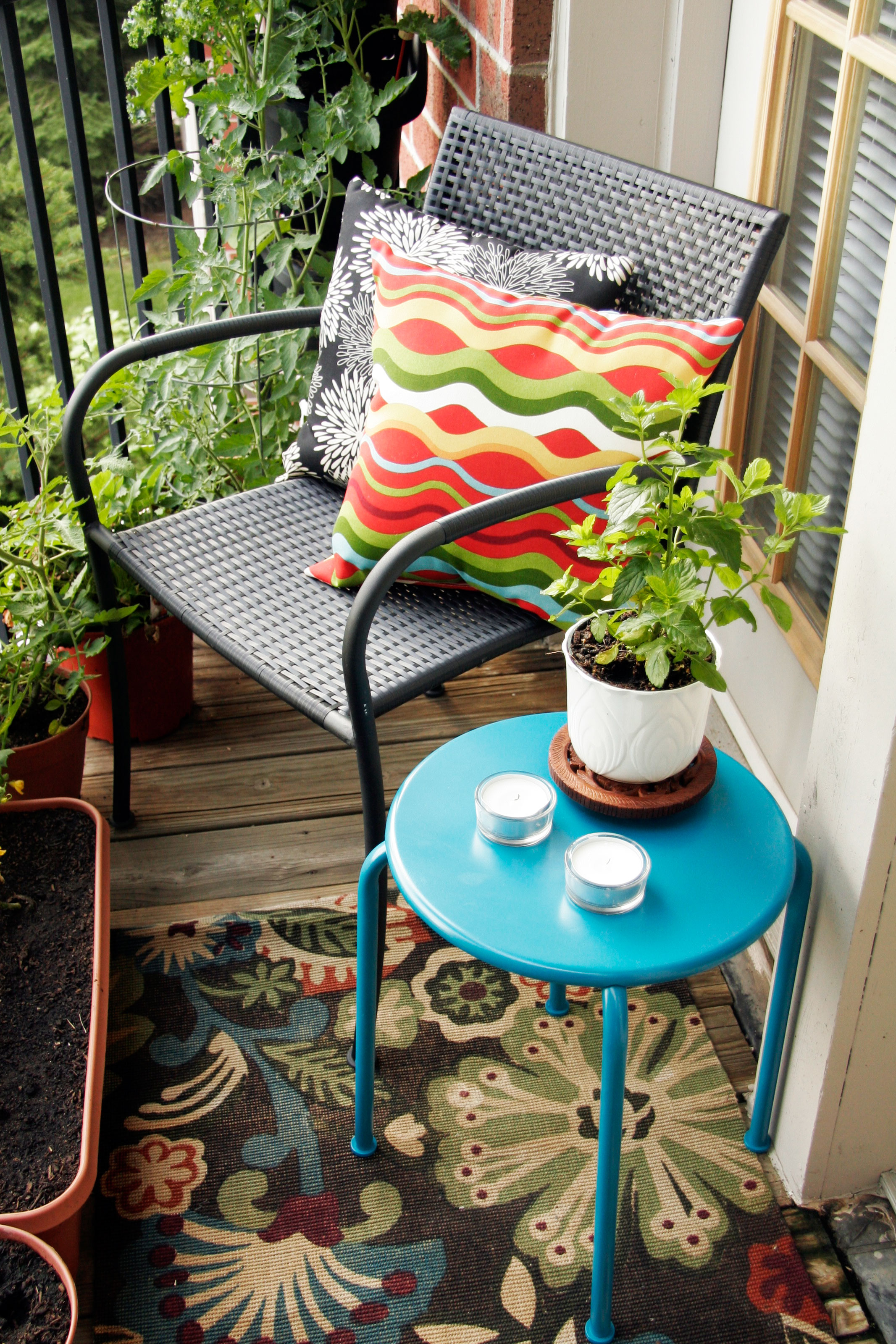 Tips for decorating a small apartment balcony | All Put Together